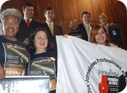 Jornalistas acompanharam a aprovação unânime do PL na galeria do Plenário.