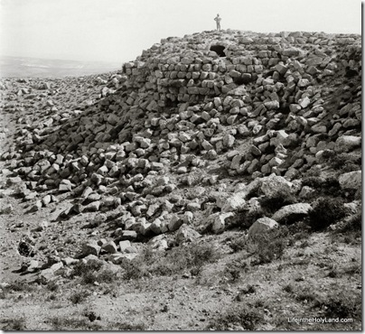 Herodium, ruins on summit, mat01383