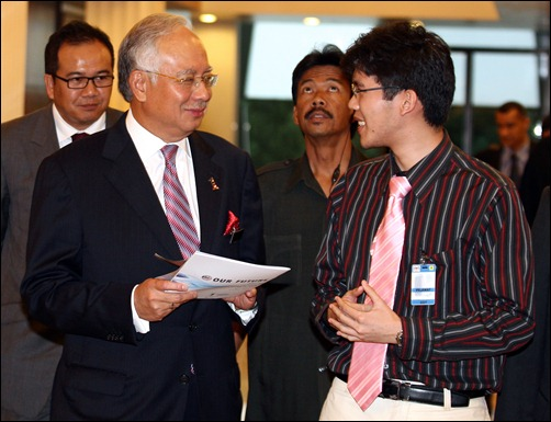 Malaysia PM complimenting Michael Teoh and team about the One Young World Report