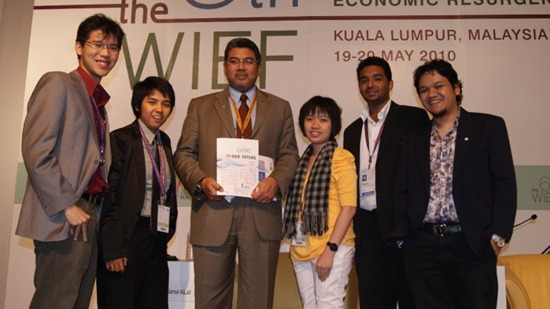 CEO of MSC Malaysia with OYW Youth Report