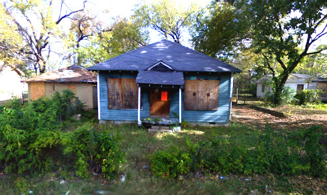 google streetview blue abandoned house