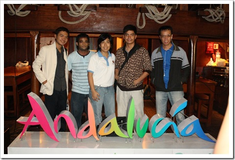 Me with fellow Cebu bloggers (Kuya Vernon, Kuya Bjorn, Kuya Bert) and Ms. Nancy Cudis
