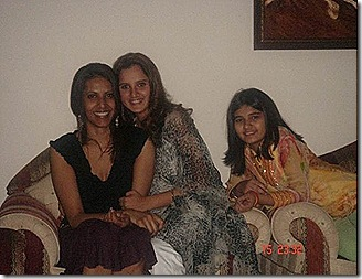 sania-miraza-with-her-relative-and-friends
