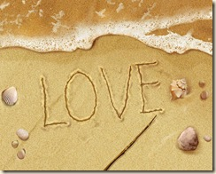 Saint_Valentines_Day_The_inscription_on_the_sand_013492_