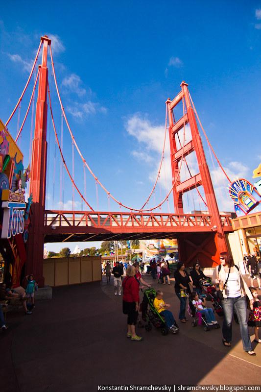 USA California Disneyland Anaheim Adventure Park California Adventure Golden Gate Bridge США Калифорния Диснейленд Анахайм Парк Калифорния Адвенча Голден Гейт Бридж Мост Золотые Ворота