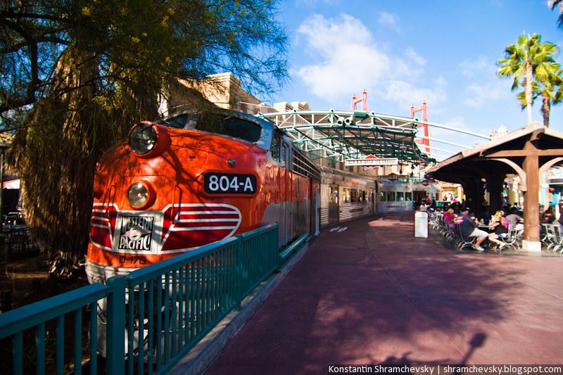 USA California Disneyland Anaheim Adventure Park California Adventure California Zephyr Train США Калифорния Диснейленд Анахайм Парк Калифорния Адвенча Поезд Калифорния Зефир