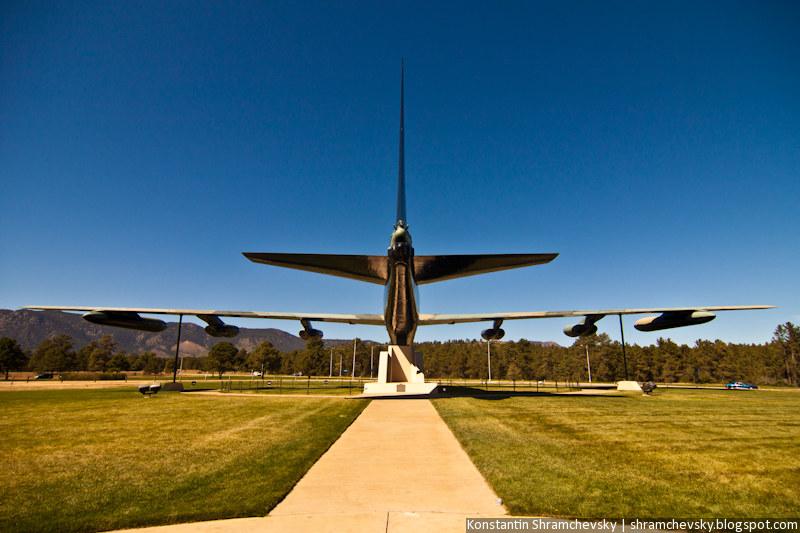 USA Colorado Colorado Springs Air Force Academy B-52 Stratofortress Diamond Lil США Колорадо Колорадо Спрингс Академия Военно Воздушных Сил США Б-52 Стратофортресс Бомбардировщик Ракетоносец