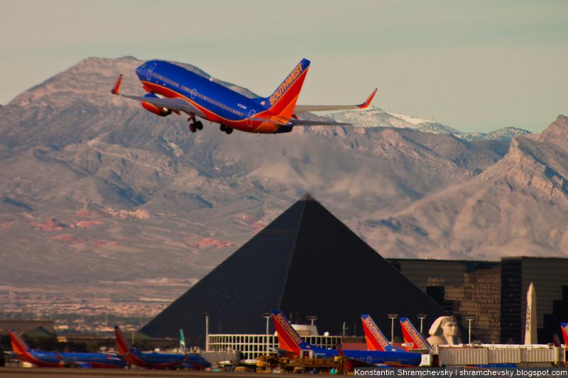 USA Nevada Las Vegas McCarran International Airport Luxor Southwest airlines Boeing 737 США Невада Лас Вегас Международный Аэропорт МакКарран Люксор Боинг 737 Саусвест Эйрлайнз