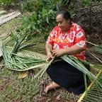 So webt man Dachmatten in Tonga