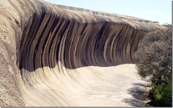 Rocha em forma de onda do mar na Ausralia (1)