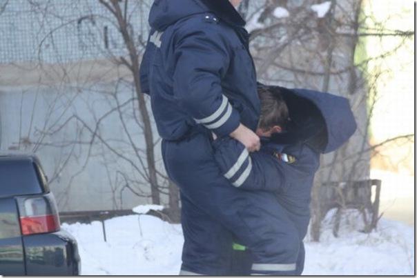 Policiais russos bebados (6)