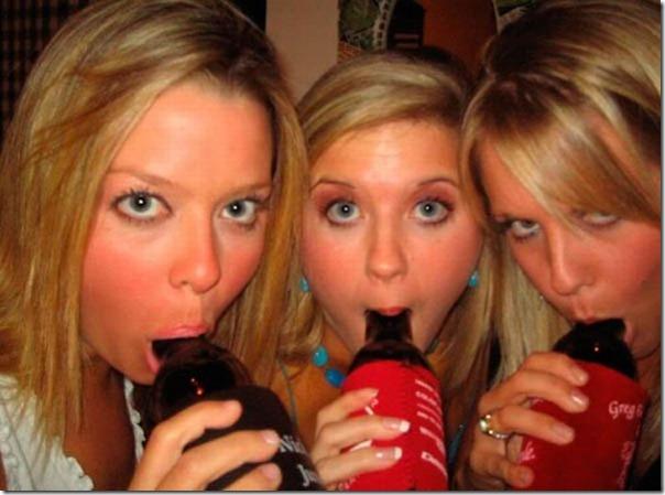 Garotas bebendo cerveja de forma estranha (27)