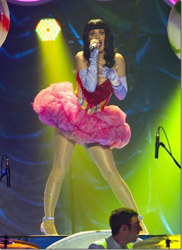Katy Perry com um vestido sexy (1)