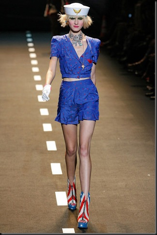 BETSEY-JOHNSON-SPRING-RTW-2011-PODIUM-046_runway