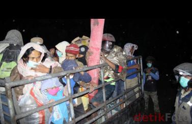 Pengungsi Merapi - Sumber : detikfoto.com