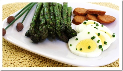 farmers market lunch eggs, smoked pheasant sausage, grilled asparagus, chives