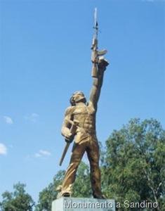 2007051900_blog.uncovering.org_tecnologia_ak-47_mikhail_kalashnikov_nicaragua_monumento