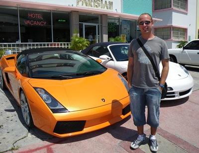 Entre um Porsche e um Lamborghini confesso que não tive um momento de hesitação em decidir qual compro com o próximo subsídio de férias... e até pode vir assim em cor-de-laranja que não me afecta nadinha! É este o tipo de brinquedo que se encontra em South Beach.