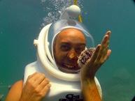 Atacado por ferozes criaturas marinhas