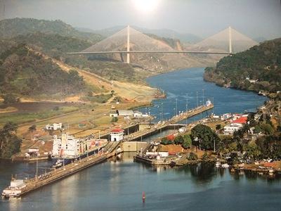 Foto aérea da comporta de Miraflores no Canal do Panamá