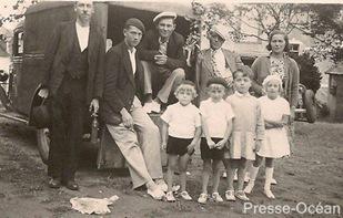 départ en promenade dominicale avec un « taxi » dans les années 1930 à Treillières. Photo DR