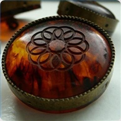 tell-vintage-buttons-genuine-bakelite-200X200