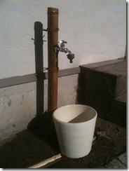 自然素材の家 外水道