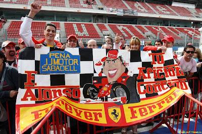болельщики Фернандо Алонсо на Гран-при Испании 2010
