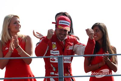 Фернандо Алонсо одерживает победу на Гран-при Италии 2010