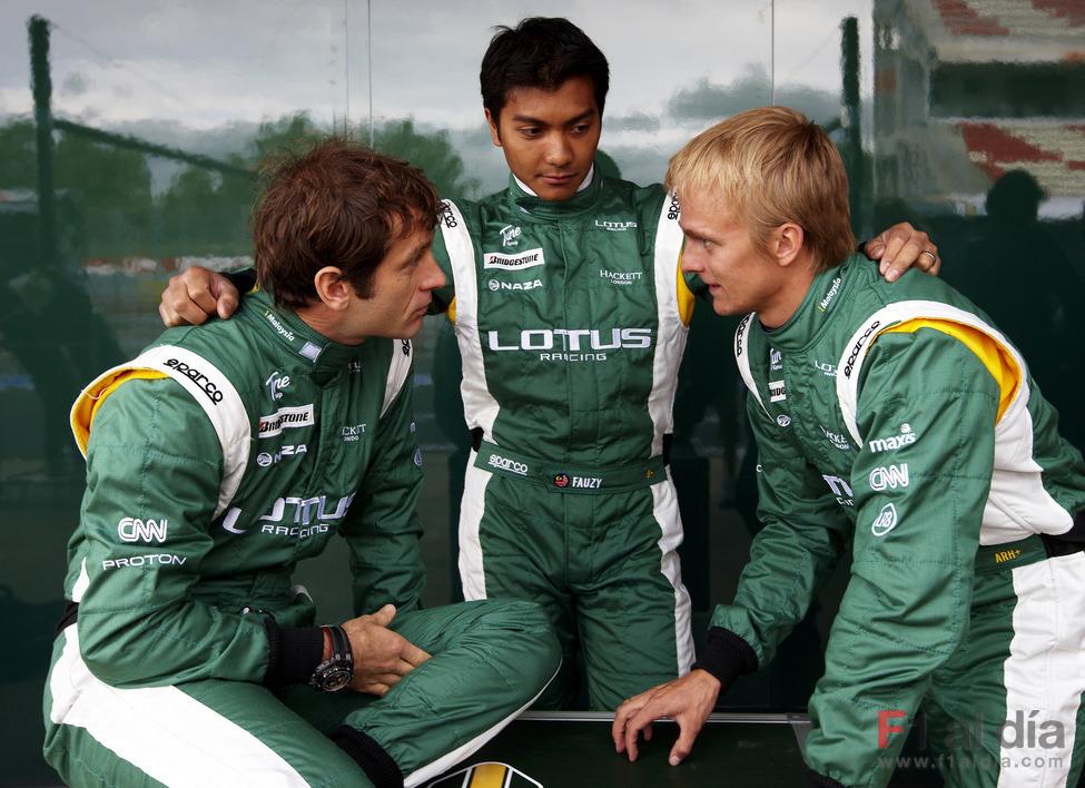пилоты команды Lotus на Гран-при Испании 2010