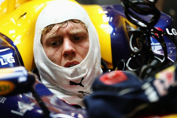 Себастьян Феттель в кокпите Red Bull на Гран-при Сингапура 2010