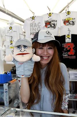 кукла Михаэля Шумахера на Гран-при Японии 2010