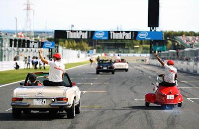 Льюис Хэмилтон и Дженсон Баттон на параде пилотов Гран-при Японии 2010