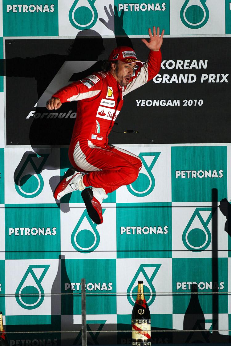 прыжок Фернандо Алонсо на подиуме Гран-при Кореи 2010