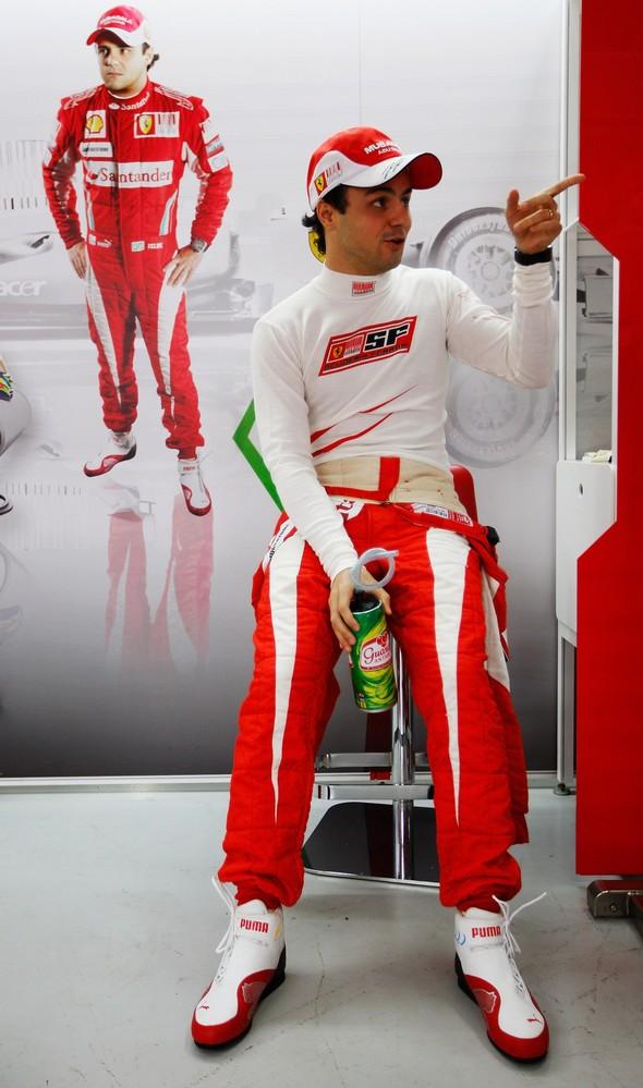 Фелипе Масса в боксах Ferrari на Гран-при Бразилии 2010