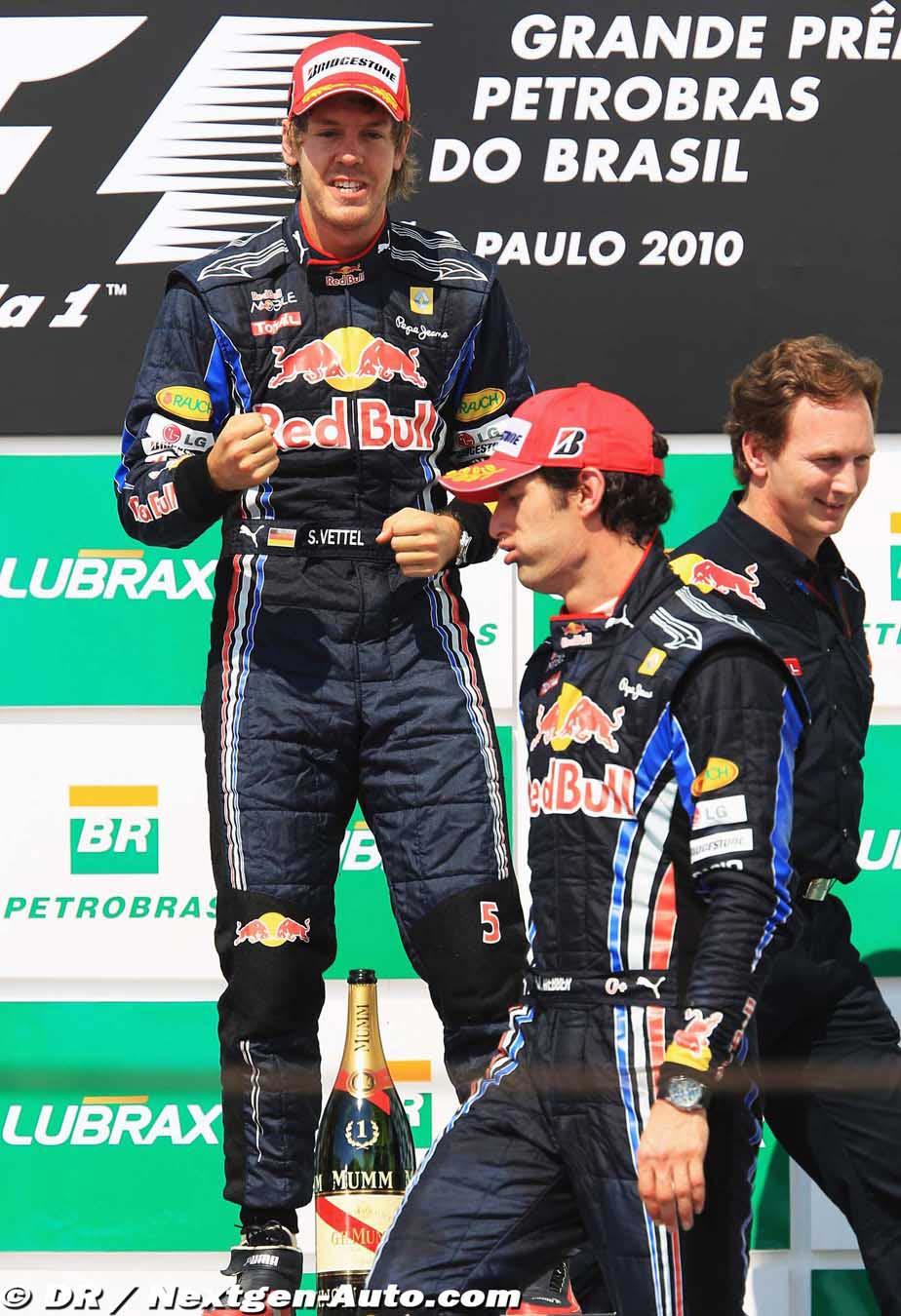 Себастьян Феттель Марк Уэббер и Кристиан Хорнер на подиуме Гран-при Бразилии 2010