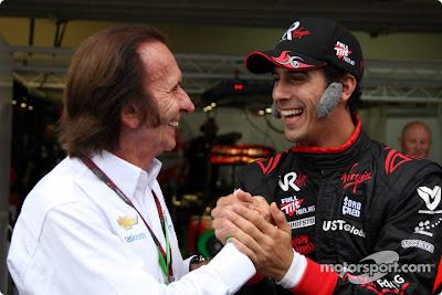 Лукас ди Грасси поздравляет Эмерсона Фиттипальди на Гран-при Бразилии 2010