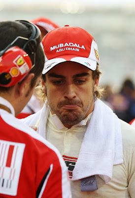 разочарованный Фернандо Алонсо после финиша гонки Гран-при Абу-Даби 2010