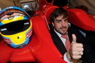 Фернандо Алонсо в кокпите Ferrari после заката World Finals 2010