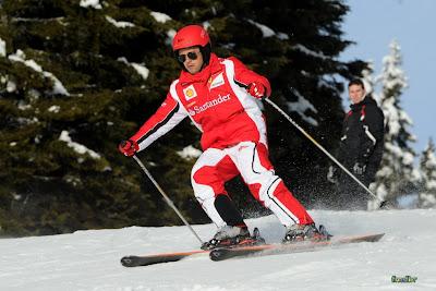 Фелипе Масса катается на лыжах на Wrooom 2011