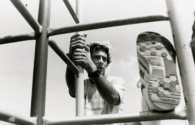 разминка от Айртона Сенны черно-белое фото