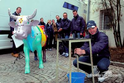 Ральф Шумахер доит корову