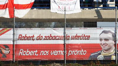 послание болельщиков Роберта Кубицы с пожеланием скорейшей встречи ни тестах в Хересе 2011 от Los MiniDrivers