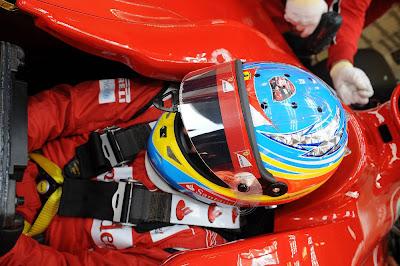 шлем Фернандо Алонсо в знак поддержки Роберта Кубицы на тестах 2011 в Хересе