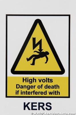 табличка осторожно KERS на тестах в Хересе 2011