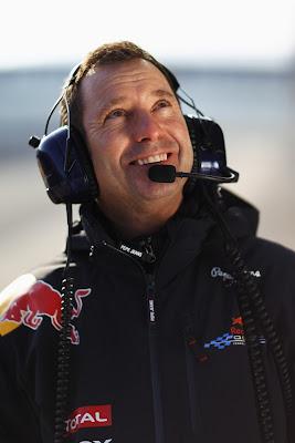 Кенни Хэндкаммер Шеф-механик Red Bull на тестах в Хересе 2011