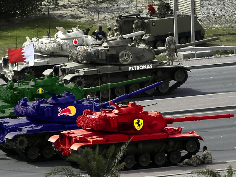 http://lh4.ggpht.com/_yd5WhFjnB4w/TWK-2uK3zOI/AAAAAAAAECA/2_NWAGqYDqY/s800/Bahrain_GP_tanks_2011.jpg