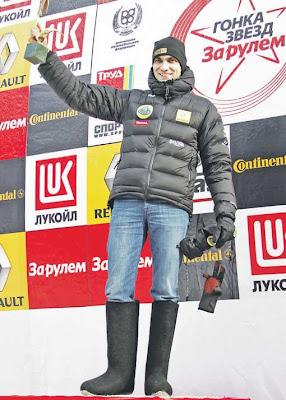 Виталий Петров в валенках на гонке звезд За рулем