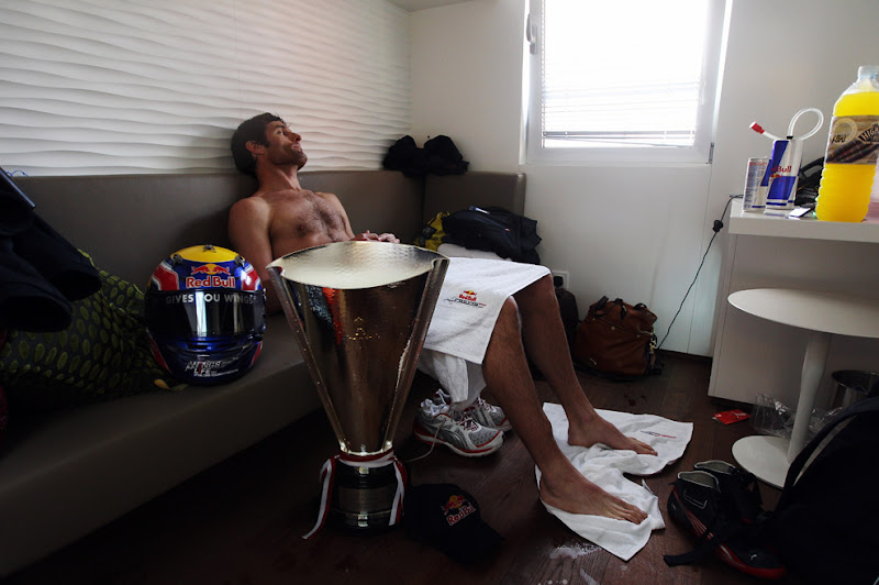 Марк Уэббер отдыхает после победы на Монте-Карло 2010