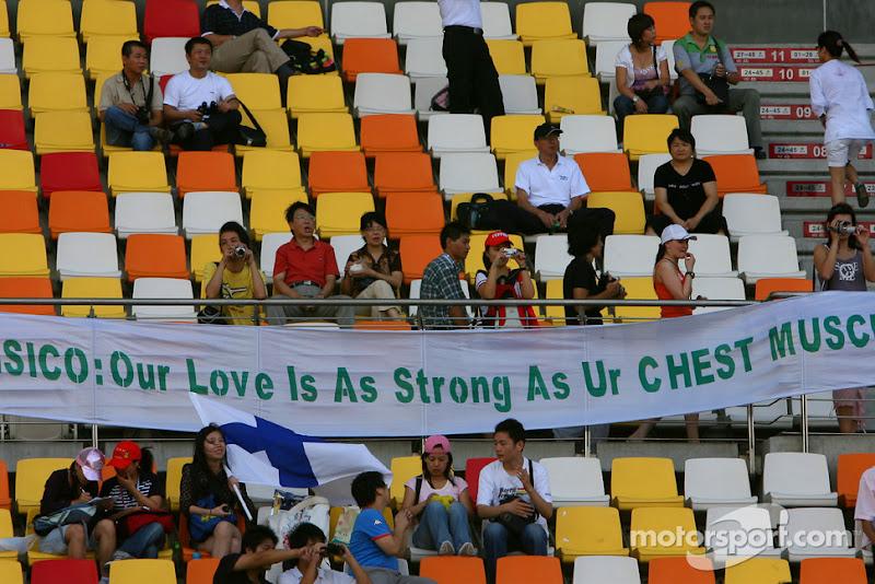 послание болельщиков Джанкарло Физикелла на трибунах Гран-при Китая 2007